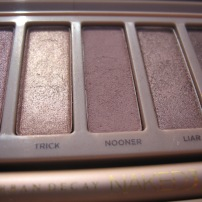 Naked 3 Palette by Urban Decay. Here: 5. Buzz, 6. Trick, 7. Nooner, 8. Liar, 9. Factory. (© skinandcolors.com)