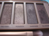 Naked 3 Palette by Urban Decay. Here: 9. Factory, 10. Mugshot, 11. Darkside, 12. Blackheart. (© skinandcolors.com)