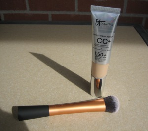 IT Cosmetics' CC+ Your Skin But Better Cream with Real Techniques' Expert Face Brush (my favorite duo) (© skinandcolors.com)