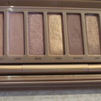 Naked 3 Palette by Urban Decay. (© skinandcolors.com)