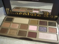 Too Faced Chocolate Bar Palette (© skinandcolors.com)