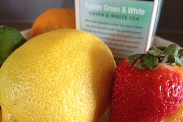 Antioxidants in fruits and green and white tea © skinandcolors.com