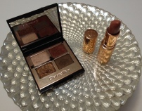 Charlotte Tilbury Eyeshadow Palette and lipstick© skinandcolors.com